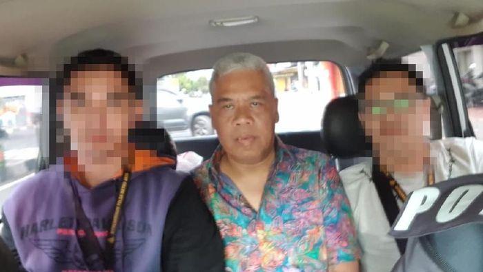 Dwi Irianto alias Mbah Putih ditahan di Polda Metro Jaya karena kasus pengaturan skor. (Dok. Istimewa)