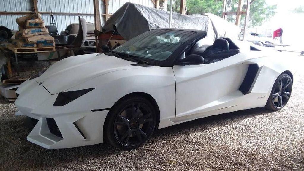 Penampakan Lamborghini Seharga Innova yang Bikin Curiga