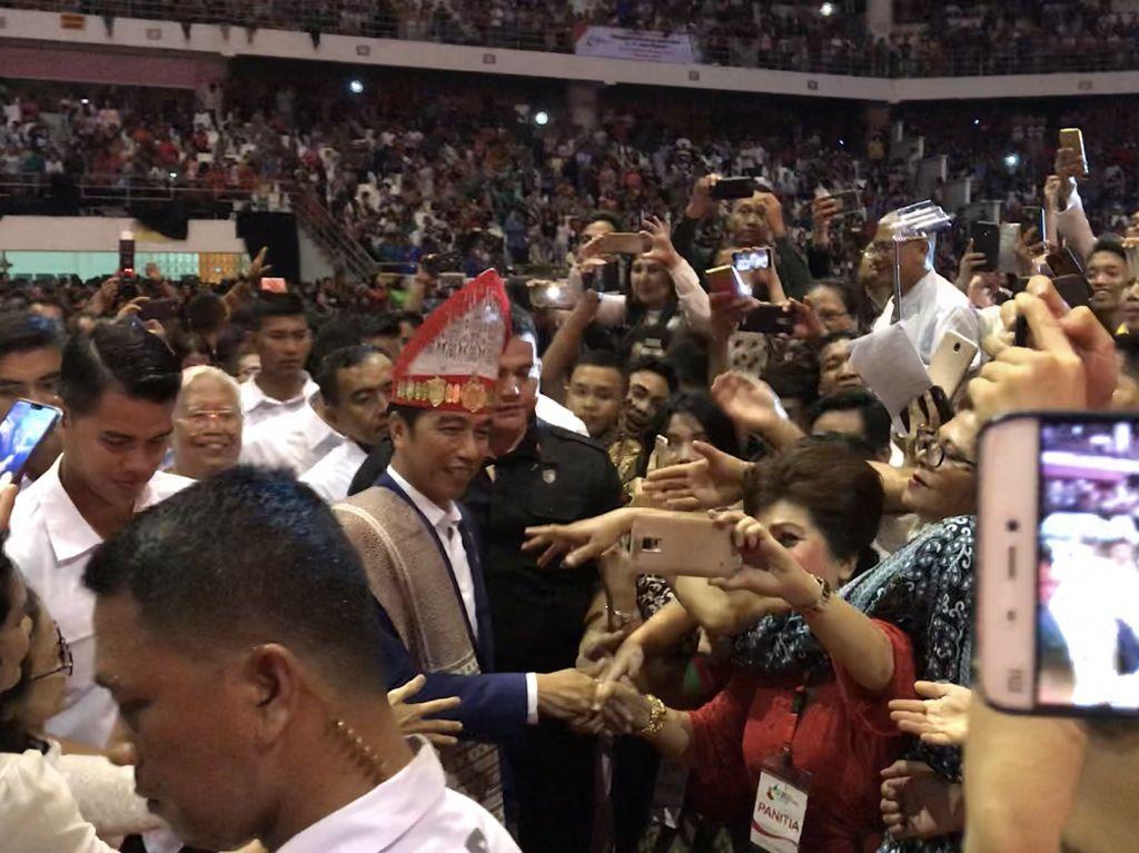 Jokowi Ajak Umat Kristiani Jadi Garam dan Terang Dunia