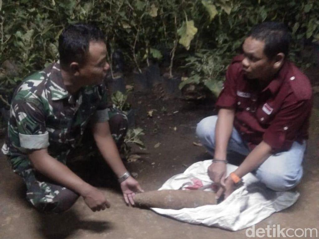 Seorang Pencari Rumput Temukan Mortir Masih Aktif di Hutan Jati