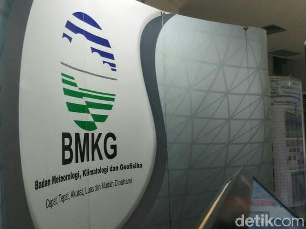 BMKG Prediksi Hujan Petir dan Angin Guyur Surabaya 3 Hari ke Depan