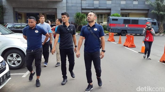 Ponaryo Astaman dkk mendatangani Polda Metro Jaya (Ibnu Haryanto/detikSport)