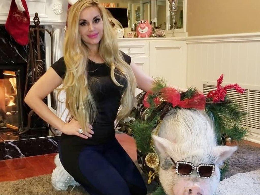 Foto: Marcela Iglesias, Si Seksi yang Hadiahi Babinya Kacamata Gucci