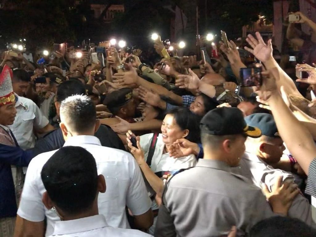 Ditemani Edy Rahmayadi, Jokowi Hadiri Perayaan Natal Nasional di Medan