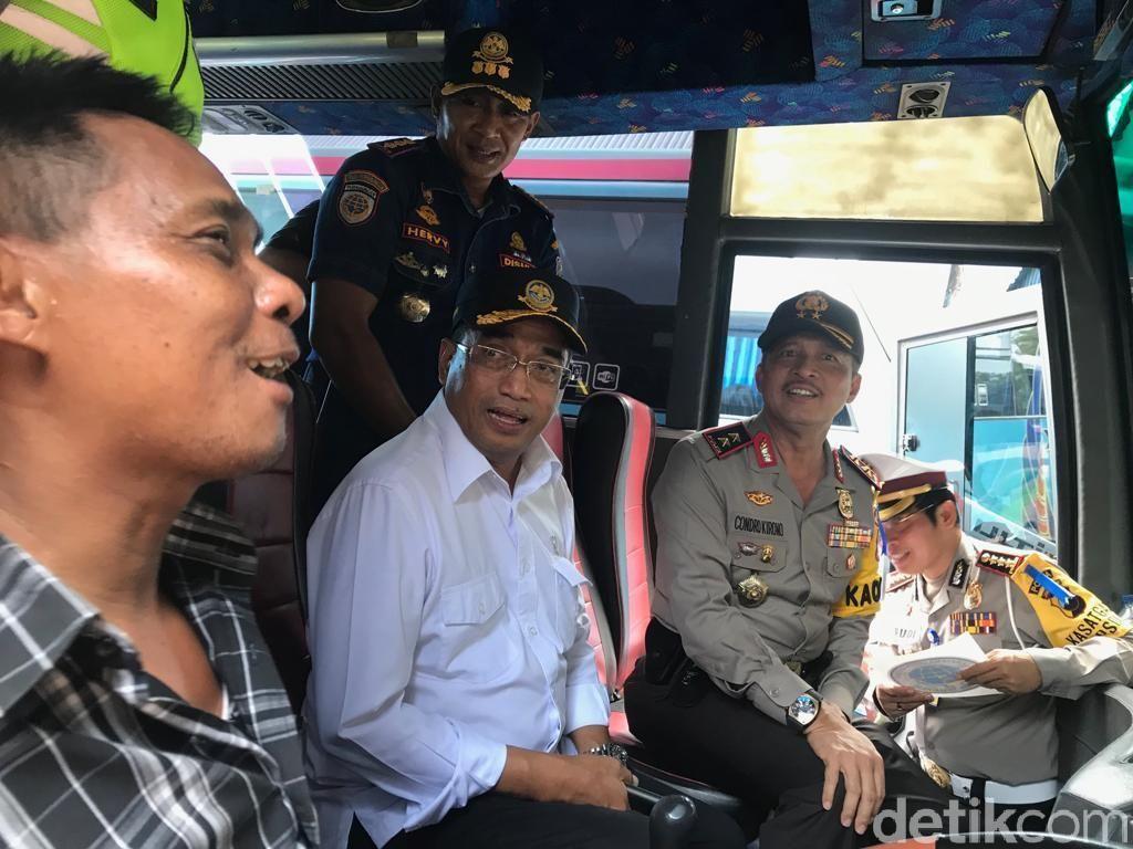 Jelang Tahun Baru 2019, Menhub Ramp Check Bus di Terminal Tegal