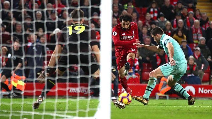 Mohamed Salah menjadi pencetak gol terbanyak di Premier League sepanjang tahun 2018 dengan 28 gol, unggul dari Harry Kane (25) dan Pierre-Emerick Aubameyang (23). (Foto: Clive Brunskill/Getty Images)