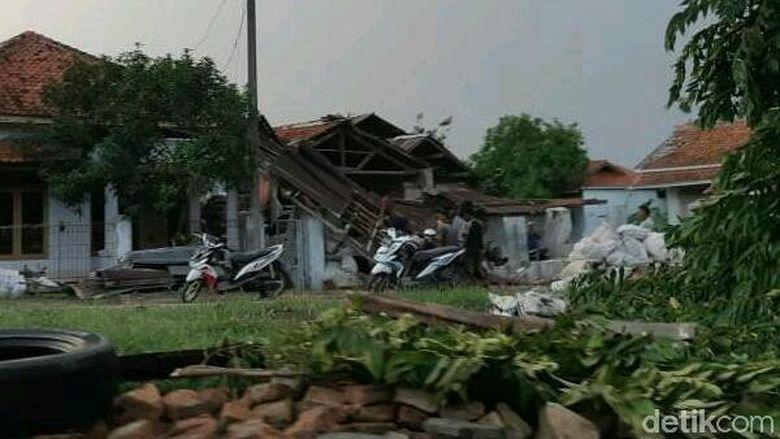 Dampak Puting Beliung di Cirebon, BPBD: 165 Rumah Rusak