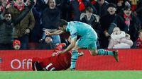 Liverpool Vs Arsenal: Ribut-Ribut Van Dijk dan Sokratis di Lorong Pemain