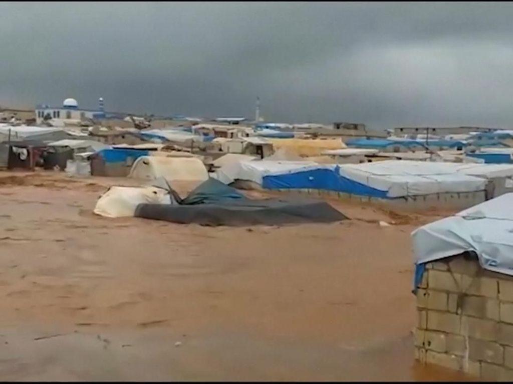 Video Hancurnya Tenda Pengungsi Suriah karena Banjir