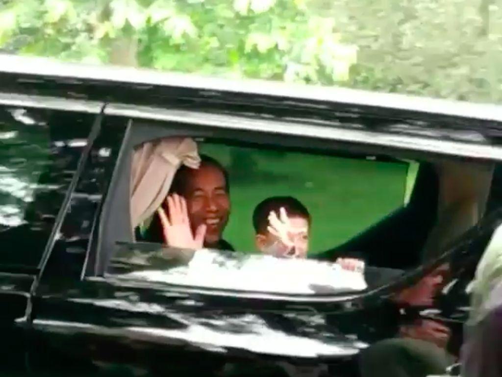 Tingkah Gemas Cucu Jokowi Saat Naik Mobil Alphard