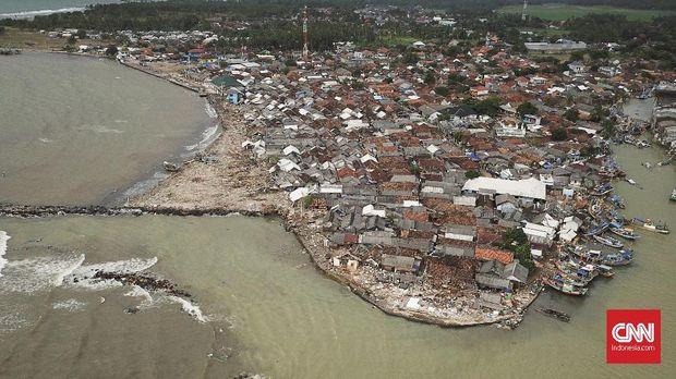 Rintihan Pengungsi Tsunami Selat Sunda di Malam Tahun Baru