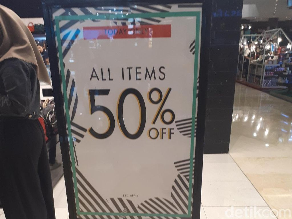 Serbu Gelaran Sale Guess yang Diskon All Item 50% di Kota Kasablanka