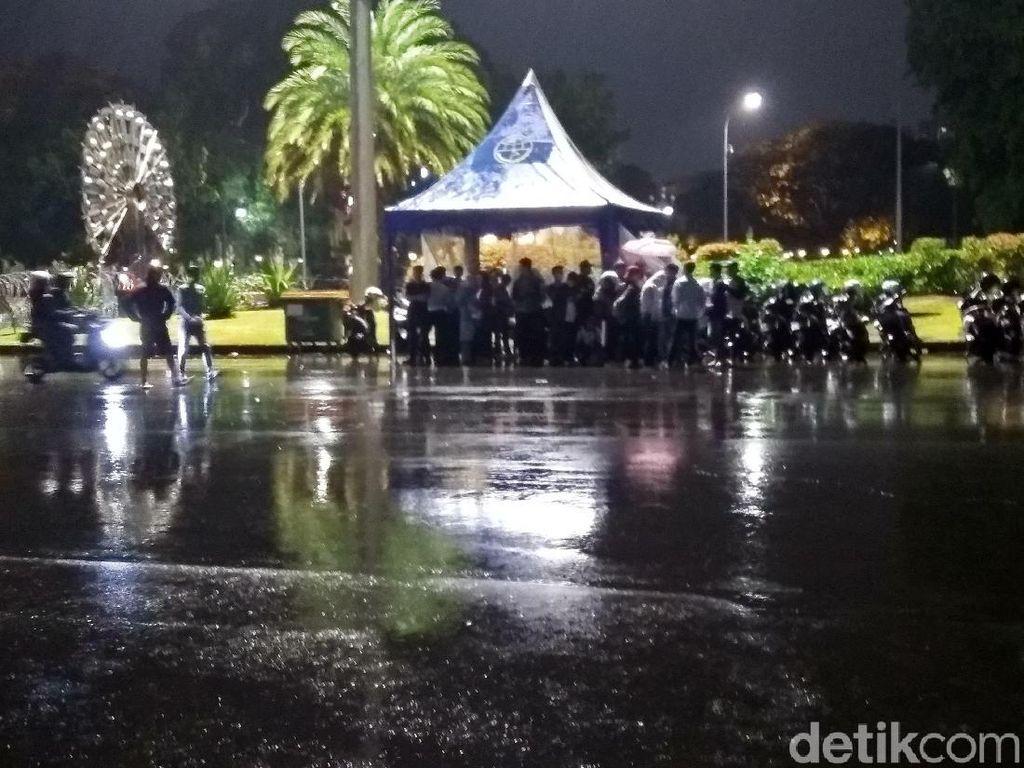Maaf, Akses Jalan Menuju Balai Kota Jakarta Ditutup!