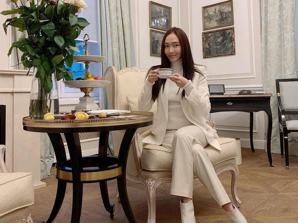 Manis Banget! 10 Momen Jessica Jung Afternoon Tea hingga Cicip Pizza