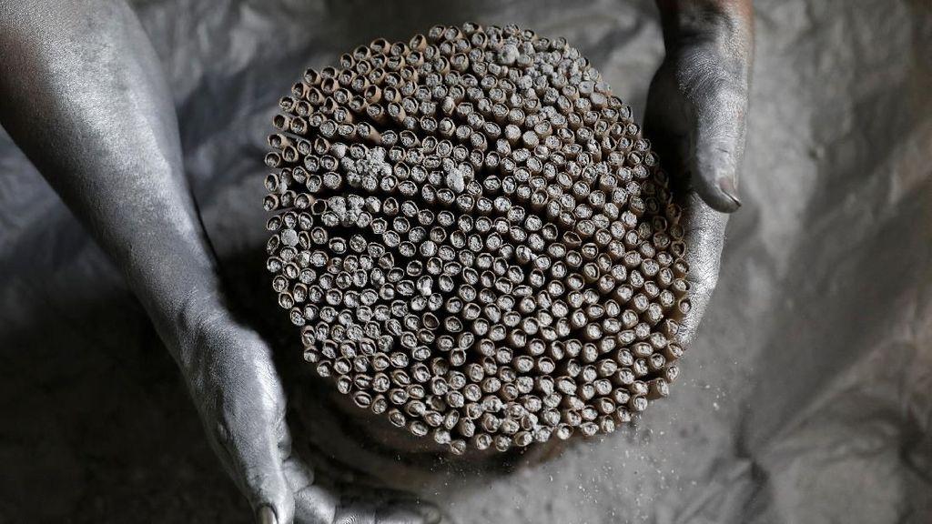 Yuk, Lihat Proses Pembuatan Kembang Api di Filipina