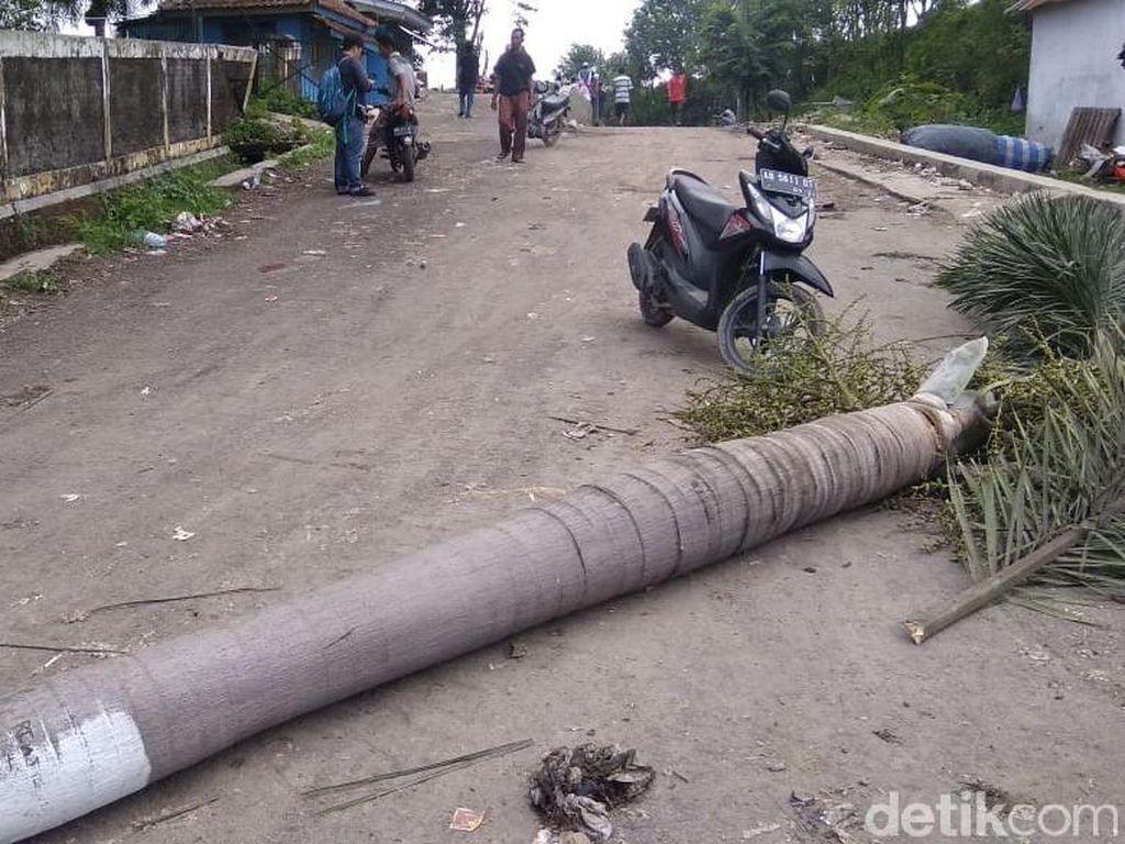 Tak Kunjung Diperbaiki, Warga Blokir Jalan ke TPST Piyungan
