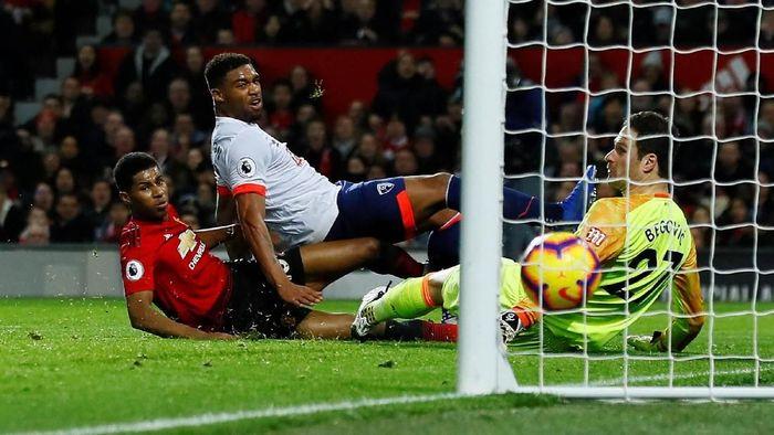 Manchester United bertanding melawan Bournemouth di Old Trafford, Minggu (30/12/2018) malam WIB. Pertandingan dimenangkan oleh MU dengan skor 4-1.