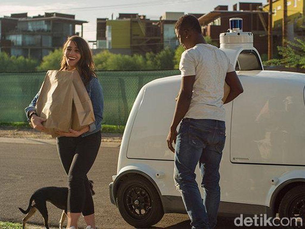 Melihat Mobil Robot Pengantar Belanjaan