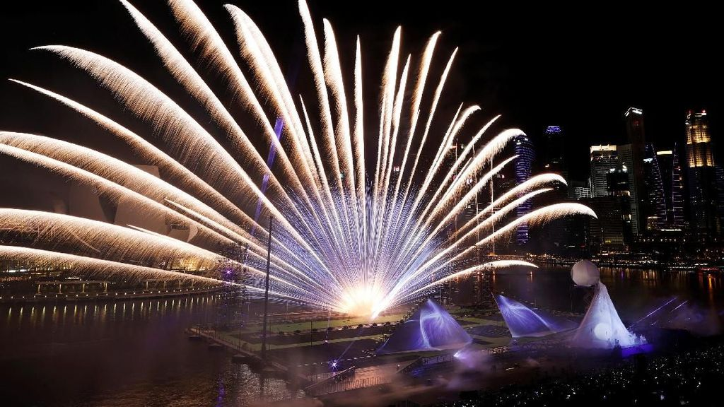 Pesta Kembang Api di Marina Bay Keren Banget