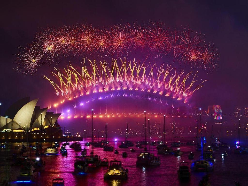 Pesta Kembang Api Tandai Tahun Baru 2019 di Sydney