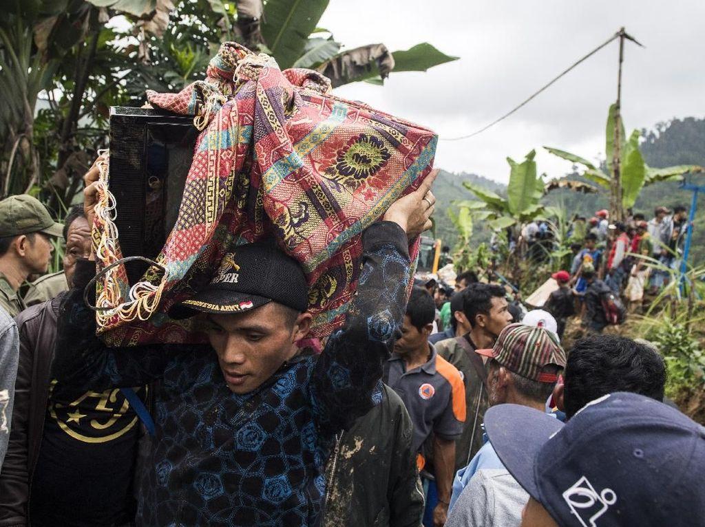 Perjuangan Korban Longsor Sukabumi Selamatkan Harta Benda