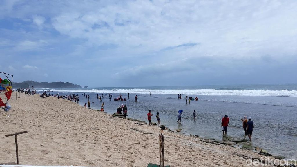 Foto: Liburan Awal Tahun, Ayo ke Pantai Sepanjang di Gunungkidul