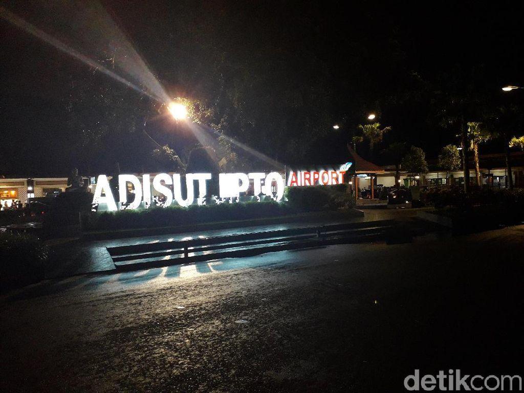 Merapi Erupsi, Ini Jadwal Operasi Bandara Adi Soemarmo & Adisutjipto