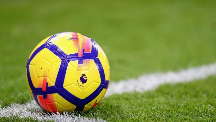 BOURNEMOUTH, ENGLAND - OCTOBER 28:  The Premier league logo is seen on the new Nike winter football during the Premier League match between AFC Bournemouth and Chelsea at Vitality Stadium on October 28, 2017 in Bournemouth, England.  (Photo by Christopher Lee/Getty Images)