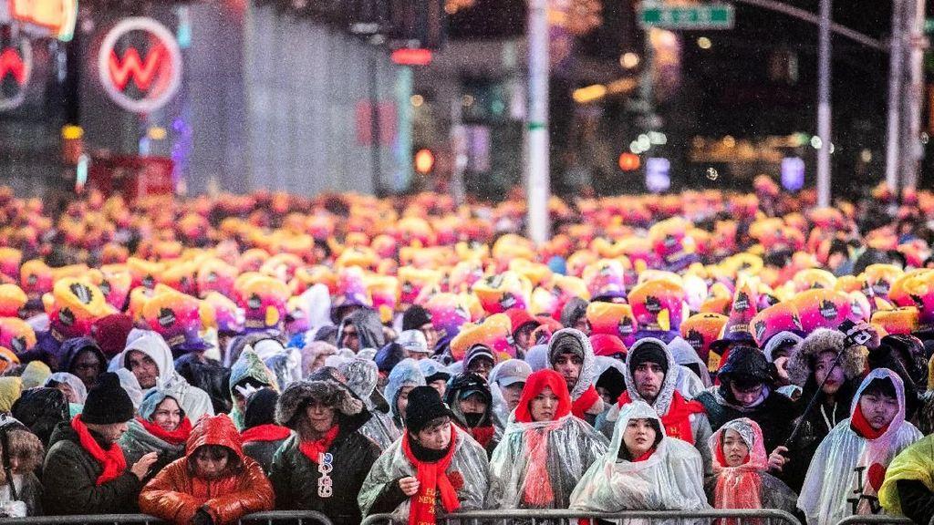 Foto: Warga Padati Times Square New York di Malam Tahun Baru 2019