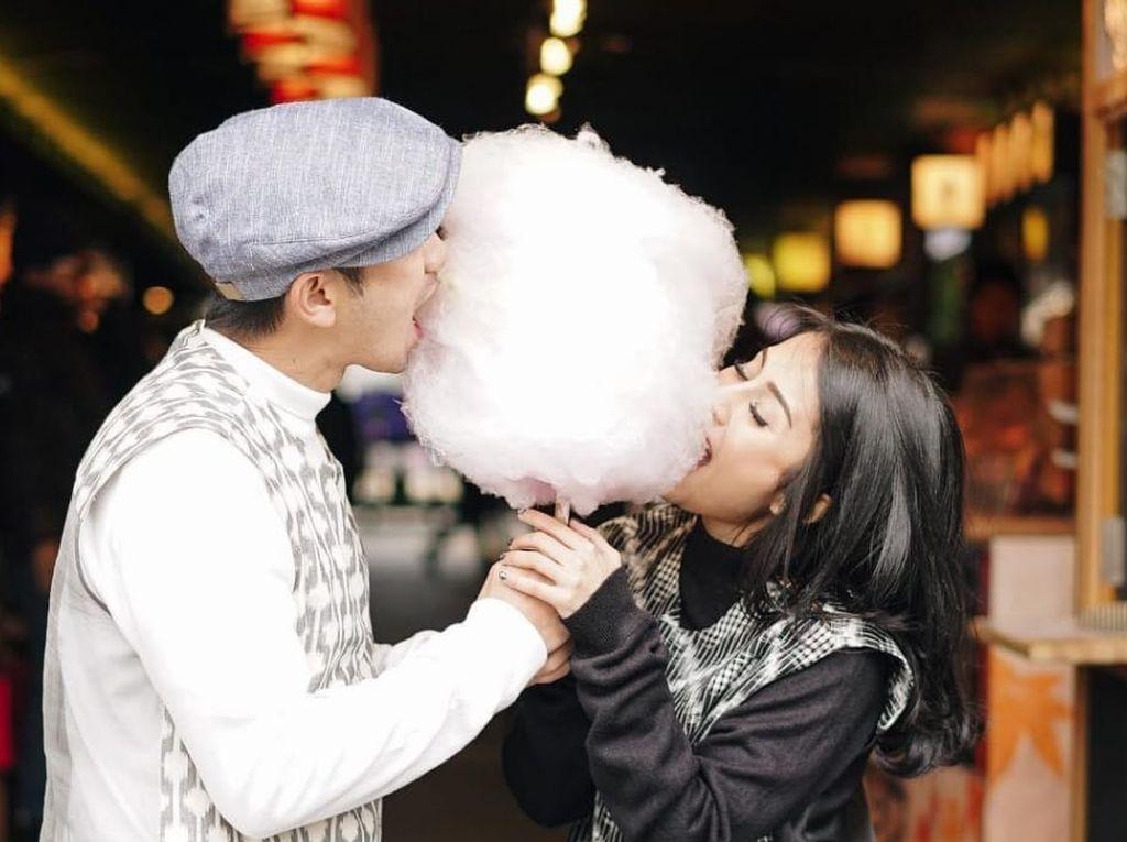 Romantisnya Gya Sadiqah Saat Makan Gulali dan Sarapan Bareng Tarra Budiman
