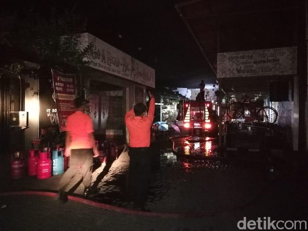 Kafe Di Madiun Terbakar Jelang Tahun Baru, 5 Orang Terluka