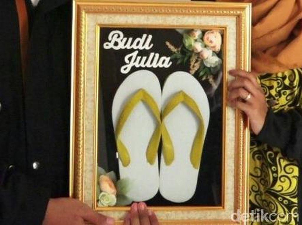 Saat Sandal Jepit Jadi Mahar Pernikahan di Kebumen