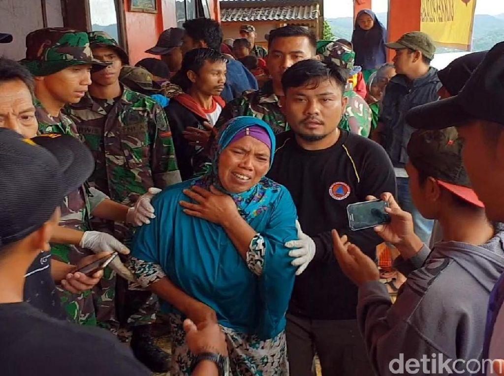 Ratapan Pilu Keluarga Korban Longsor Sukabumi