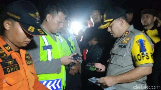 Kapolres Kabupaten Sukabumi AKBP Nasriadi mengatakan proses evakuasi korban longsor di Desa Simaresmi masih dilanjutkan
