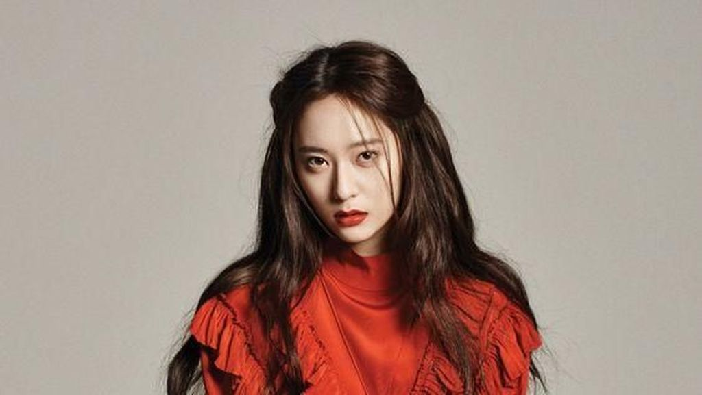 Gaya Krystal Mantan Pacar Kai EXO yang Tak Kalah Mahal dari Jennie Blackpink