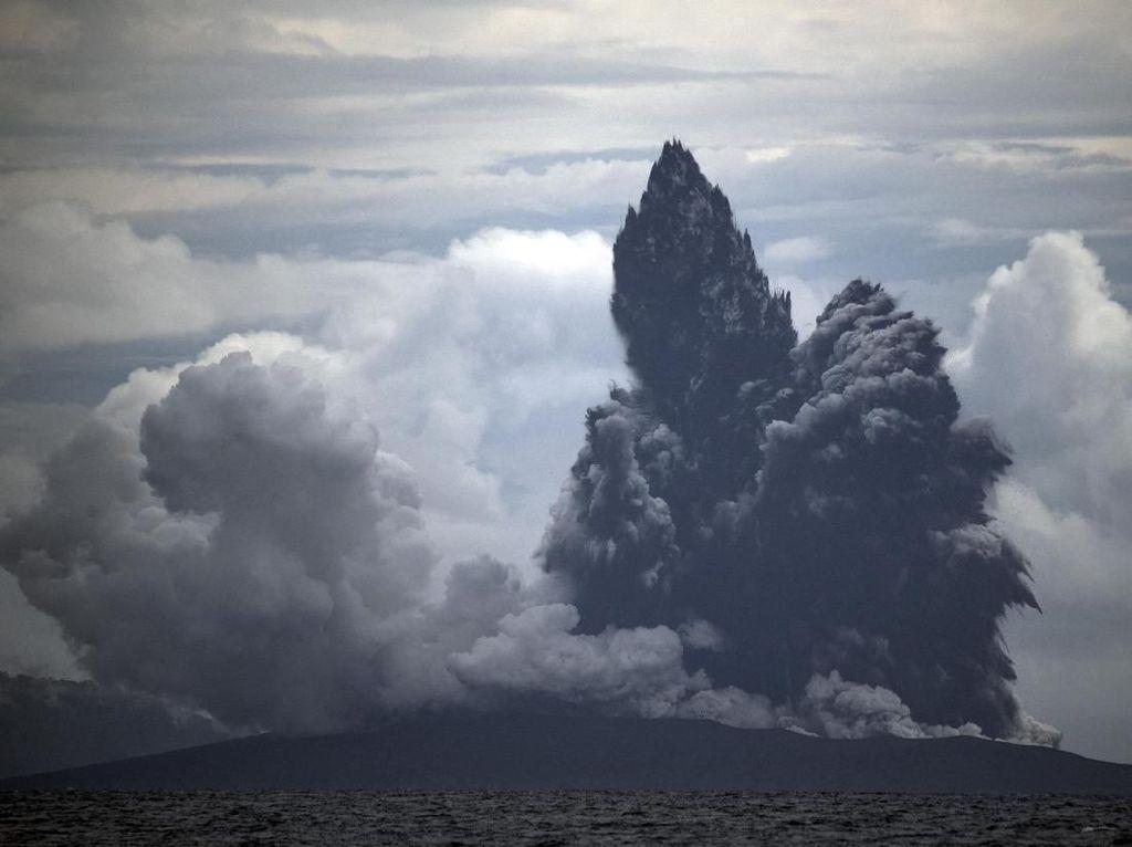 Badan Geologi: Sekitar 4,5 Juta Warga Terancam Letusan Gunung Berapi