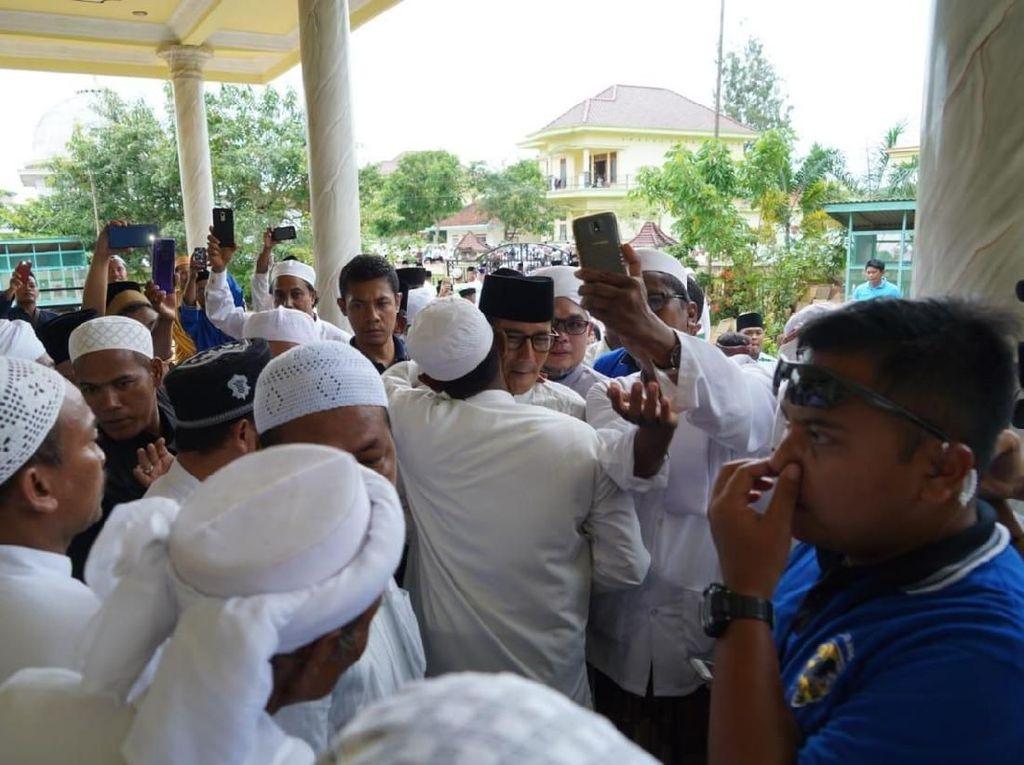 Disambut Santri di Sampang, Sandiaga: Mator Sakalangkong