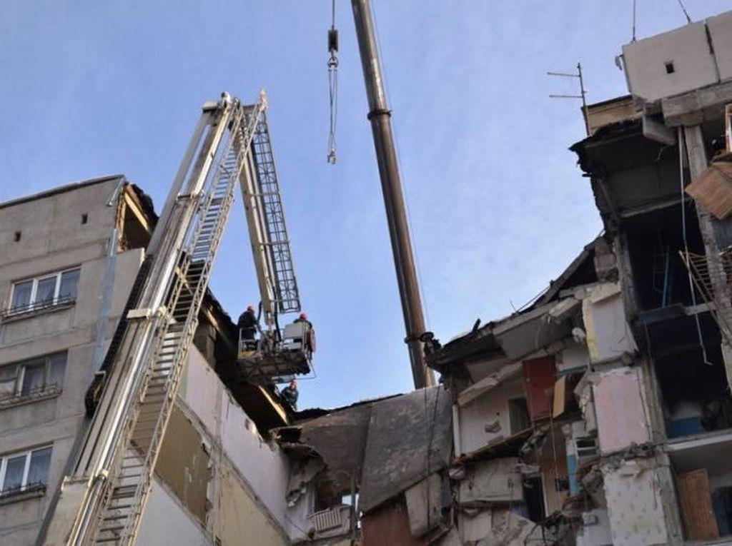 Korban Tewas Apartemen Ambruk di Rusia Jadi 18 Orang, 23 Hilang