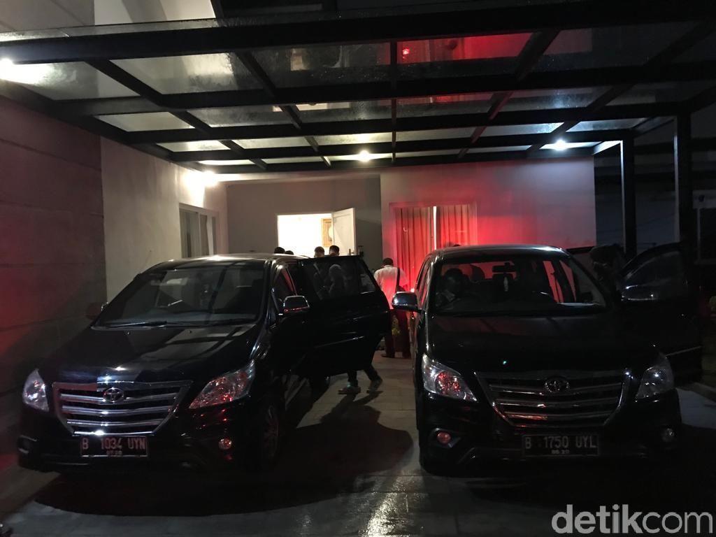 Geledah Rumah Pejabat PUPR Penerima Suap SPAM, KPK Angkut 1 Koper