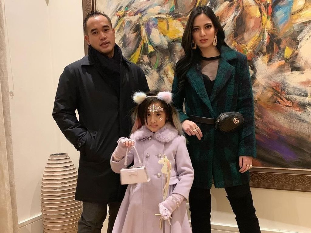 Surat Cinta Ungkapan Kesedihan Anak Nia Ramadhani untuk Sang Ayah