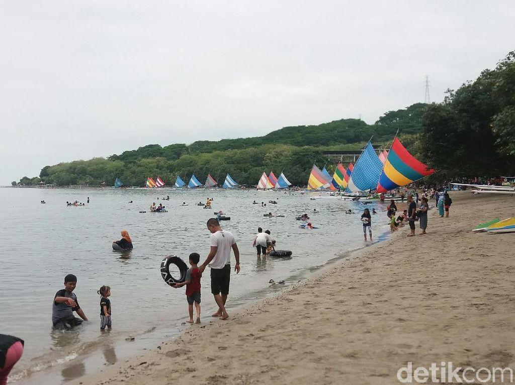 Kunjungan Wisatawan Tahun Baru di Pasir Putih Situbondo Turun 40%