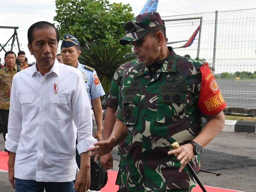 Jokowi Tinjau Lokasi Terdampak Tsunami Selat Sunda di Lampung