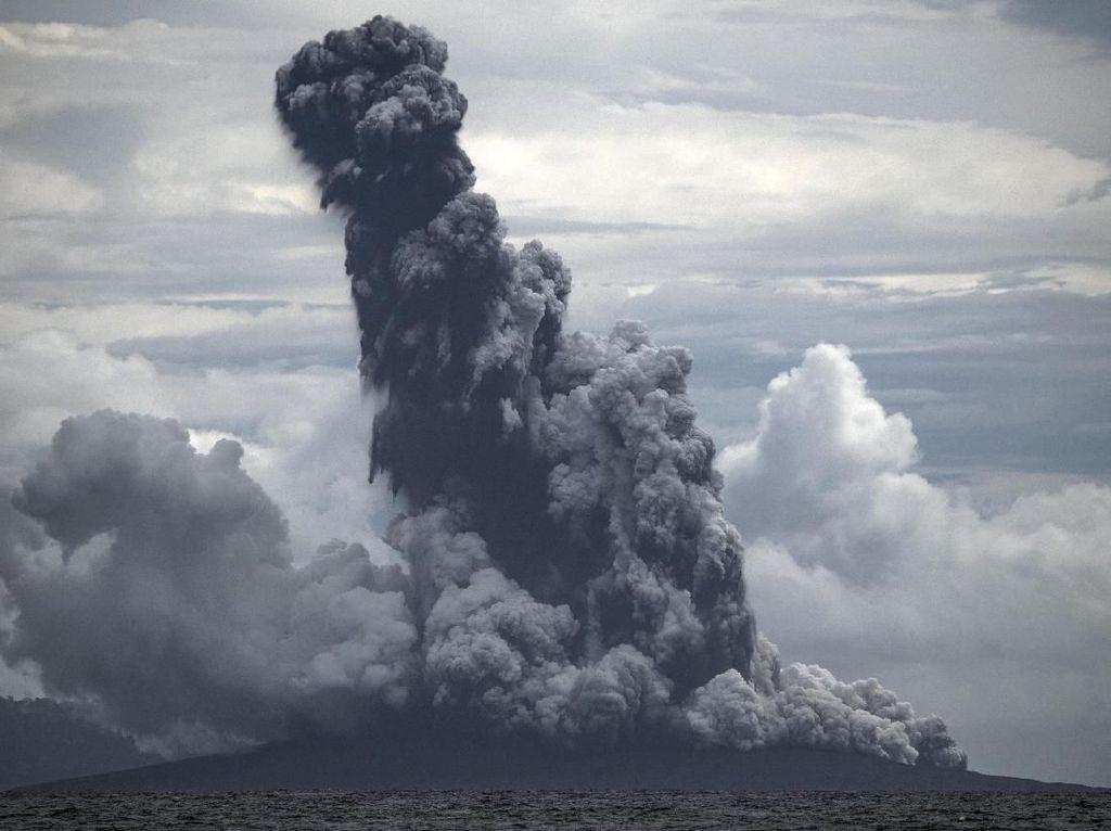 Terjadi 16 Kali Letusan Gunung Anak Krakatau pada Kamis Siang hingga Petang