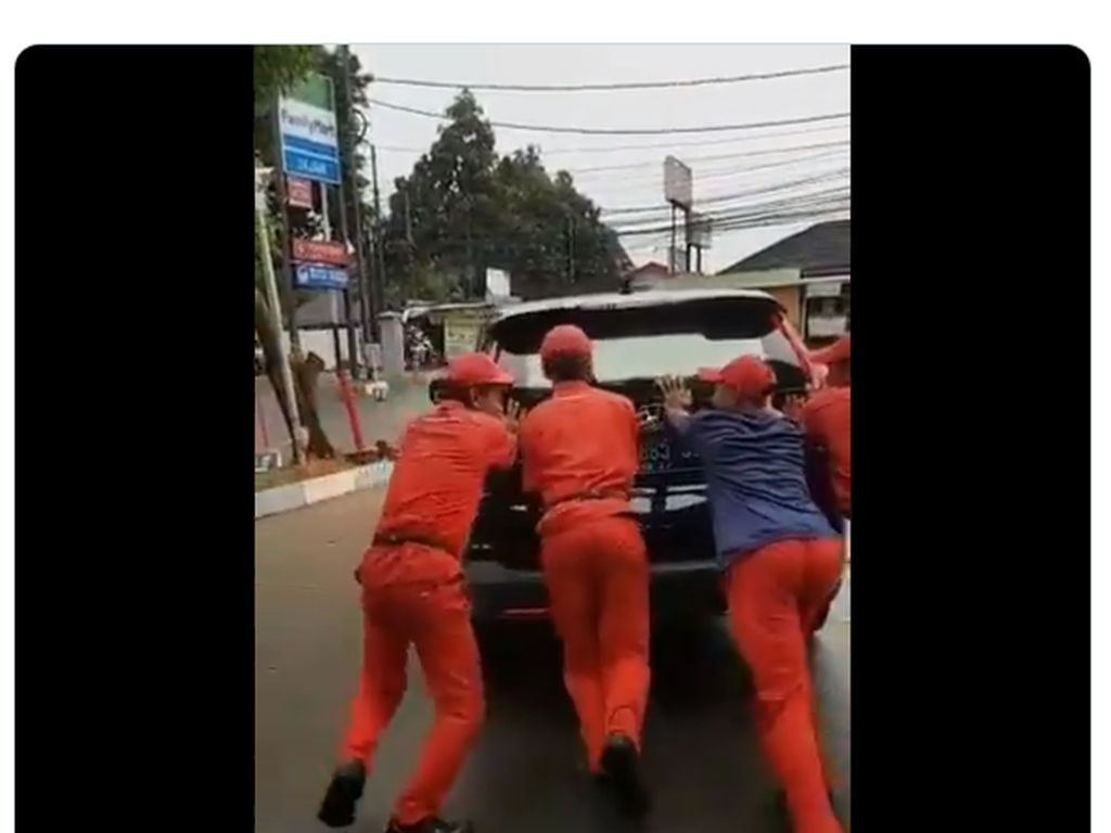Duh! Mobil Menteri Agama Mogok Gara-gara Aki Soak
