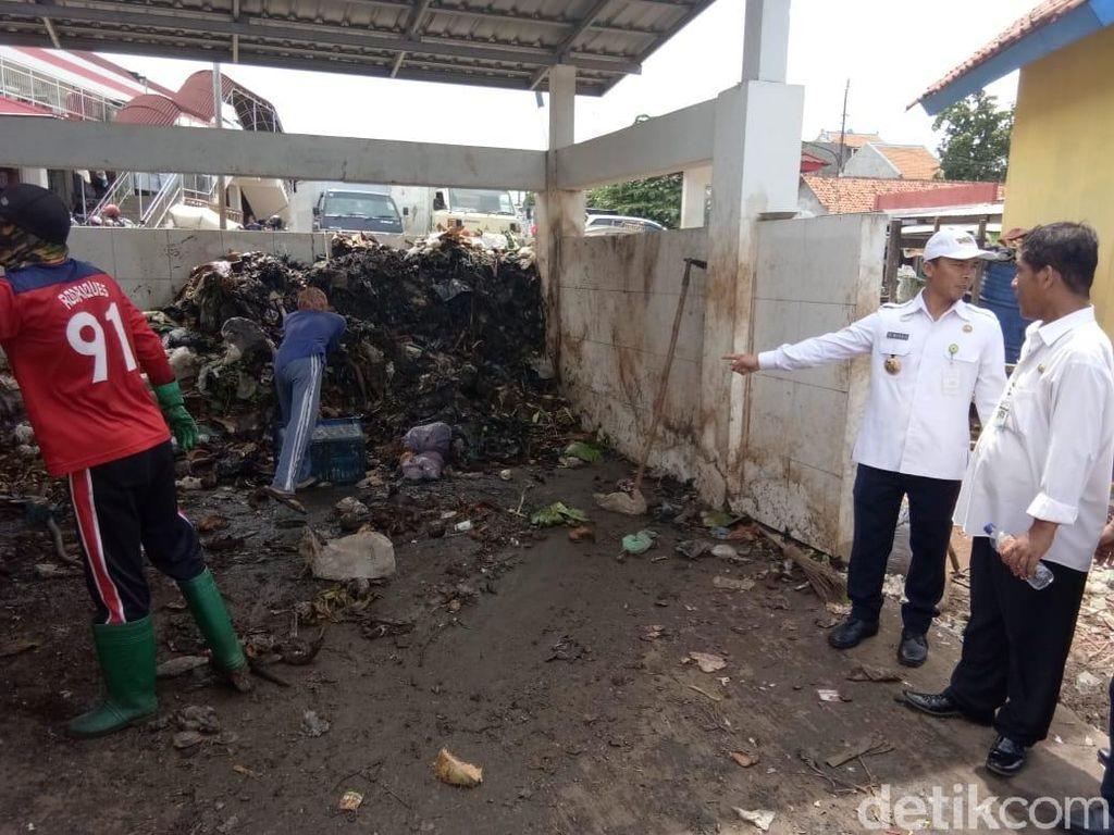 Sampah Pasar Tak Diambil Saat Liburan, Bupati Batang Marah