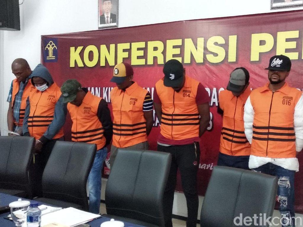Tak Punya Izin Tinggal, 8 WN Nigeria Ditahan Imigrasi Bandung