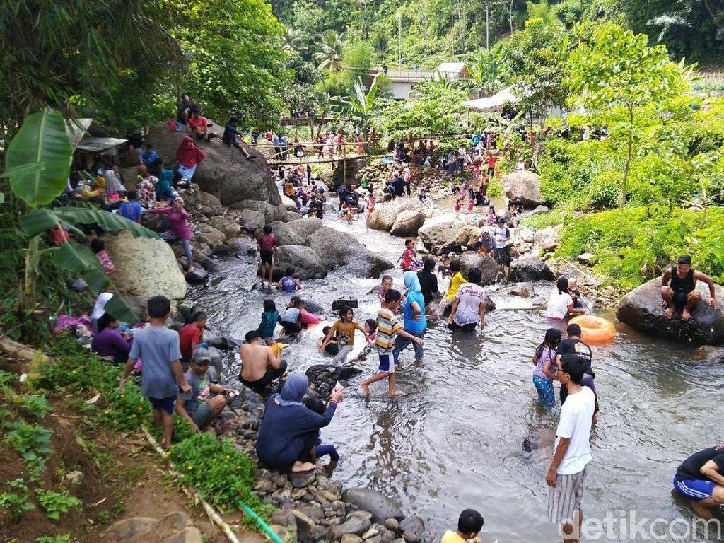 Foto: Asyiknya Main Basah-basahan di Ciamis