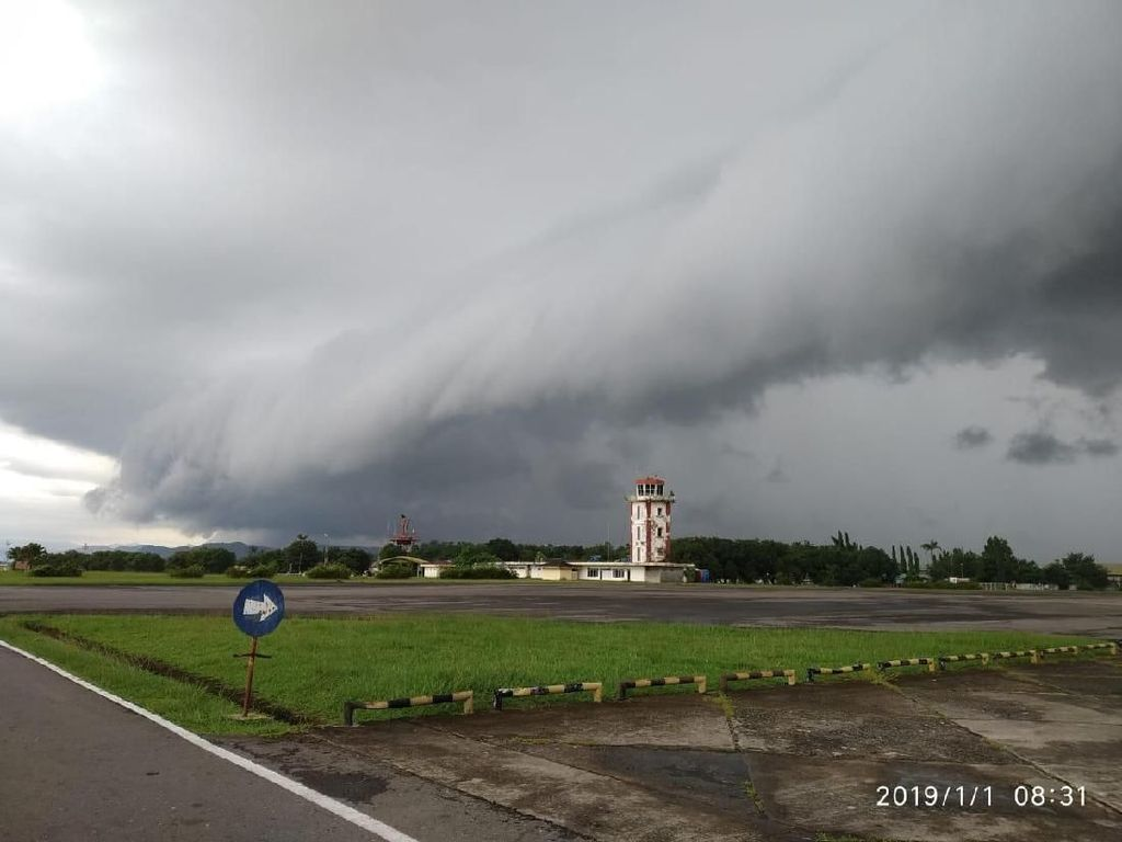 Video Awan Berombak di Langit Makassar yang Mirip Tsunami