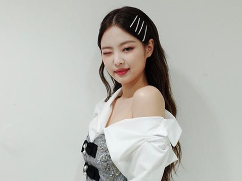 Jennie Blackpink Tebar Pesona Pakai Baju Renang, Netizen Salfok Sama Tatonya