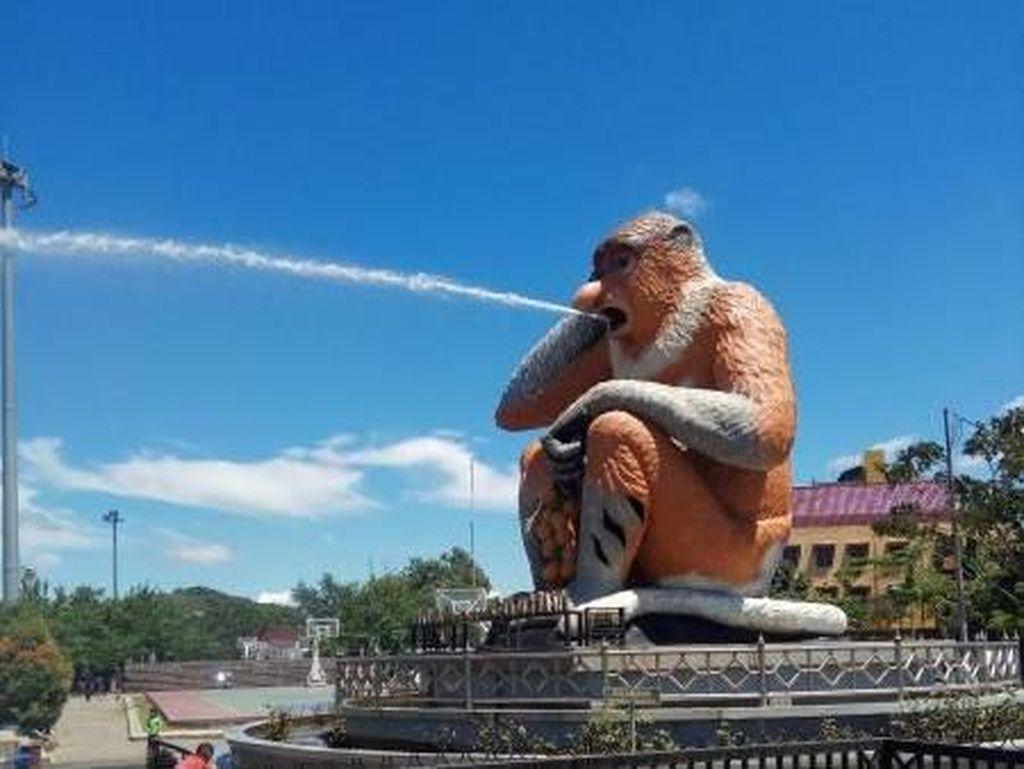 Ini Patung Bekantan Ikonik di Banjarmasin